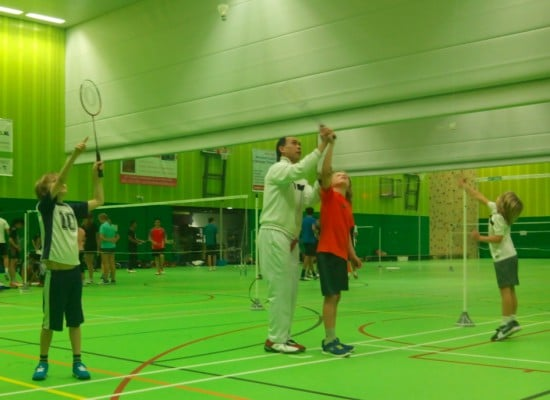 BAD-MINI-TON. BADMINTON VOOR DE JONGSTEN